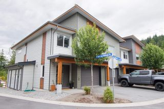 "Photo 1: 1 41360 SKYRIDGE Place in Squamish: Tantalus Townhouse for sale in ""Skyridge"" : MLS®# R2603273"