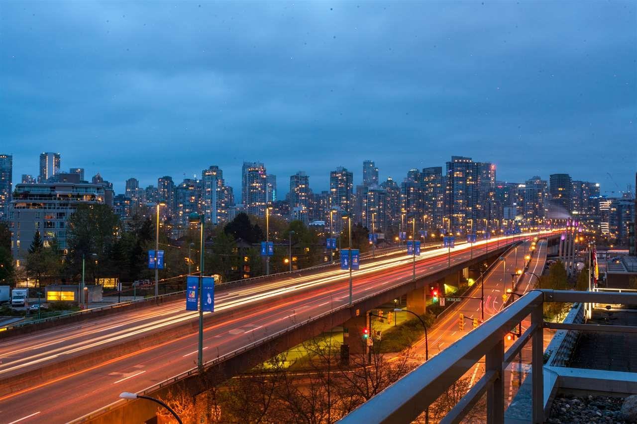 "Photo 14: Photos: 405 495 W 6TH Avenue in Vancouver: False Creek Condo for sale in ""Loft 495"" (Vancouver West)  : MLS®# R2361195"