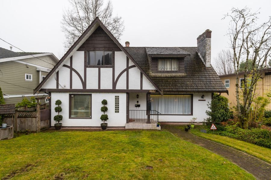 Main Photo: 5682 GILPIN Street in Burnaby: Deer Lake Place House for sale (Burnaby South)  : MLS®# R2423833