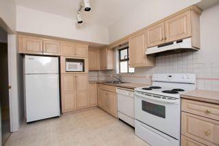 "Photo 8: 301 1118 55 Street in Delta: Tsawwassen Central Condo for sale in ""CAMBRIDGE PLACE"" (Tsawwassen)  : MLS®# R2596618"