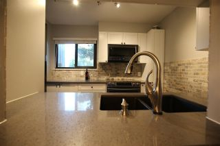 "Photo 5: 901 BRITTON Drive in Port Moody: North Shore Pt Moody Townhouse for sale in ""WOODSIDE VILLAGE"" : MLS®# R2290953"