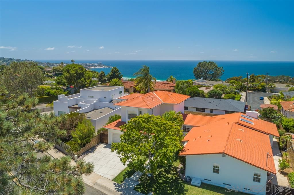 Main Photo: LA JOLLA House for sale : 4 bedrooms : 8676 Dunaway Dr.
