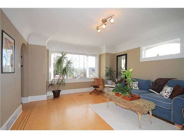 Photo 3: Photos: 645 SKEENA Street in Vancouver: Renfrew VE House for sale (Vancouver East)  : MLS®# V1101434