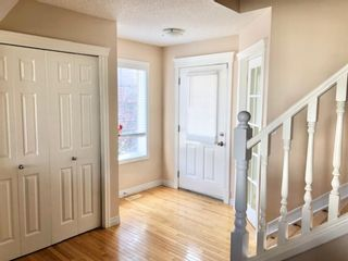 Photo 3: 403 Cresthaven Place SW in Calgary: Crestmont Detached for sale : MLS®# A1132554