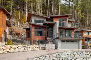 "Photo 1: 38532 SKY PILOT Drive in Squamish: Plateau House for sale in ""CRUMPIT WOODS"" : MLS®# R2259885"