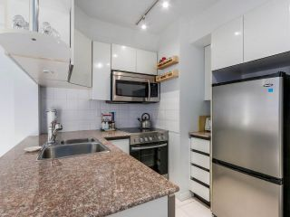 "Photo 6: 1708 1189 HOWE Street in Vancouver: Downtown VW Condo for sale in ""The Genesis"" (Vancouver West)  : MLS®# R2373933"
