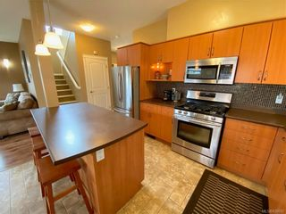Photo 10: 951 Thrush Pl in Langford: La Happy Valley House for sale : MLS®# 838092
