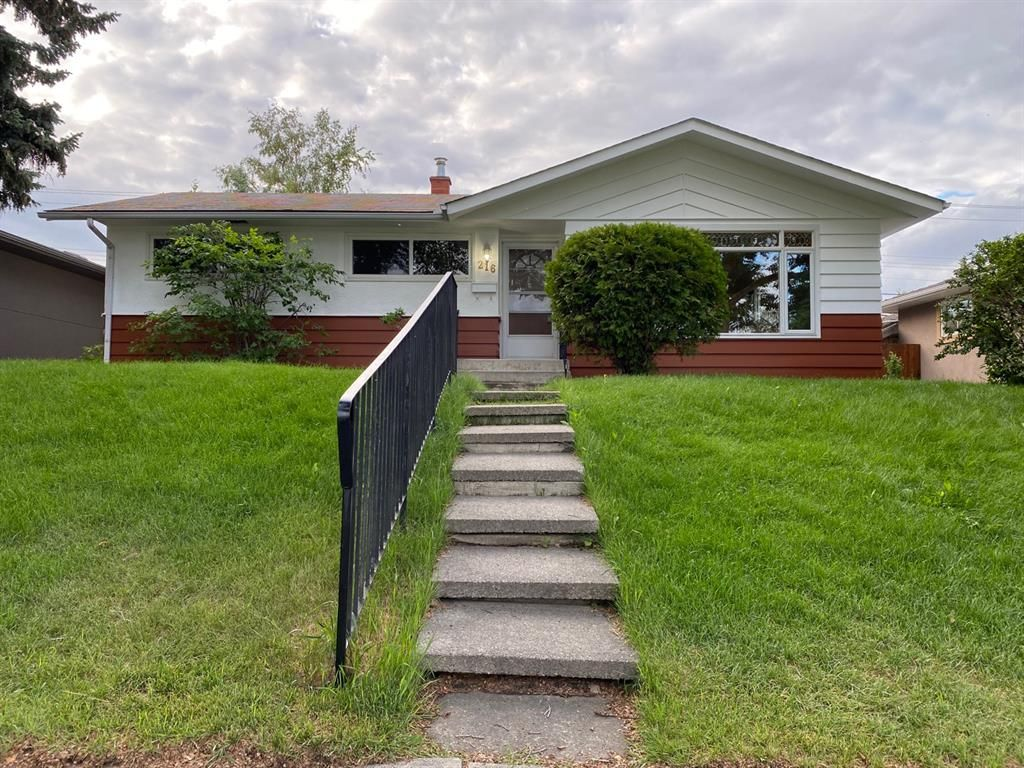 Main Photo: 216 78 Avenue SE in Calgary: Fairview Detached for sale : MLS®# A1123206