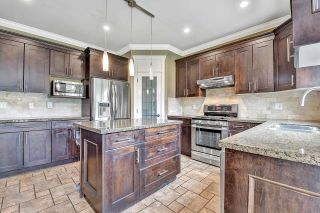 Photo 5: 7866 164A Street in Surrey: Fleetwood Tynehead House for sale : MLS®# R2608460