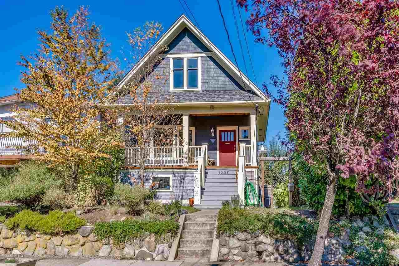 """Main Photo: 1237 E 14TH Avenue in Vancouver: Mount Pleasant VE House for sale in """"MOUNT PLEASANT"""" (Vancouver East)  : MLS®# R2211831"""