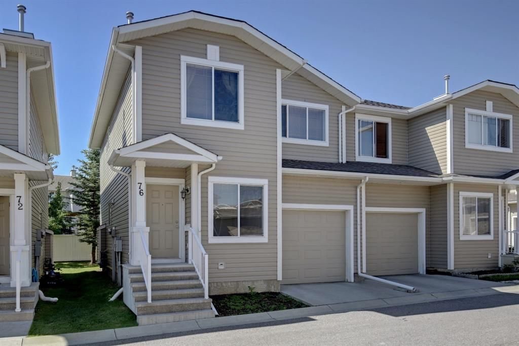 Main Photo: 76 Bridleridge Manor SW in Calgary: Bridlewood Row/Townhouse for sale : MLS®# A1106883