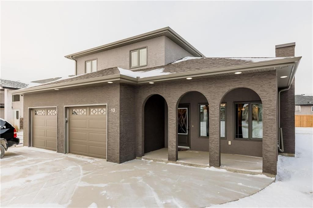 Photo 1: Photos: 13 BRIARWOOD Place in Steinbach: R16 Residential for sale : MLS®# 202029454