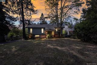 Main Photo: 877 Kindersley Road in VICTORIA: Es Gorge Vale Single Family Detached for sale (Esquimalt)  : MLS®# 416040