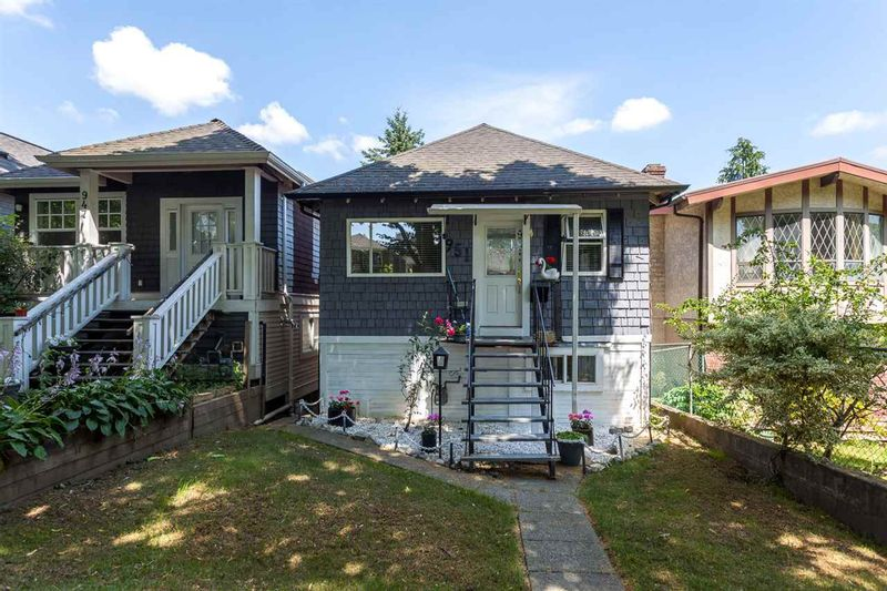 FEATURED LISTING: 951 17TH Avenue East Vancouver