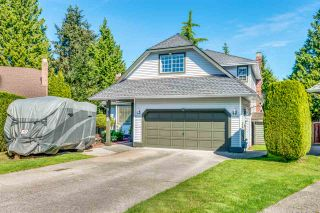 Photo 3: 6130 PARKSIDE Close in Surrey: Panorama Ridge House for sale : MLS®# R2454955