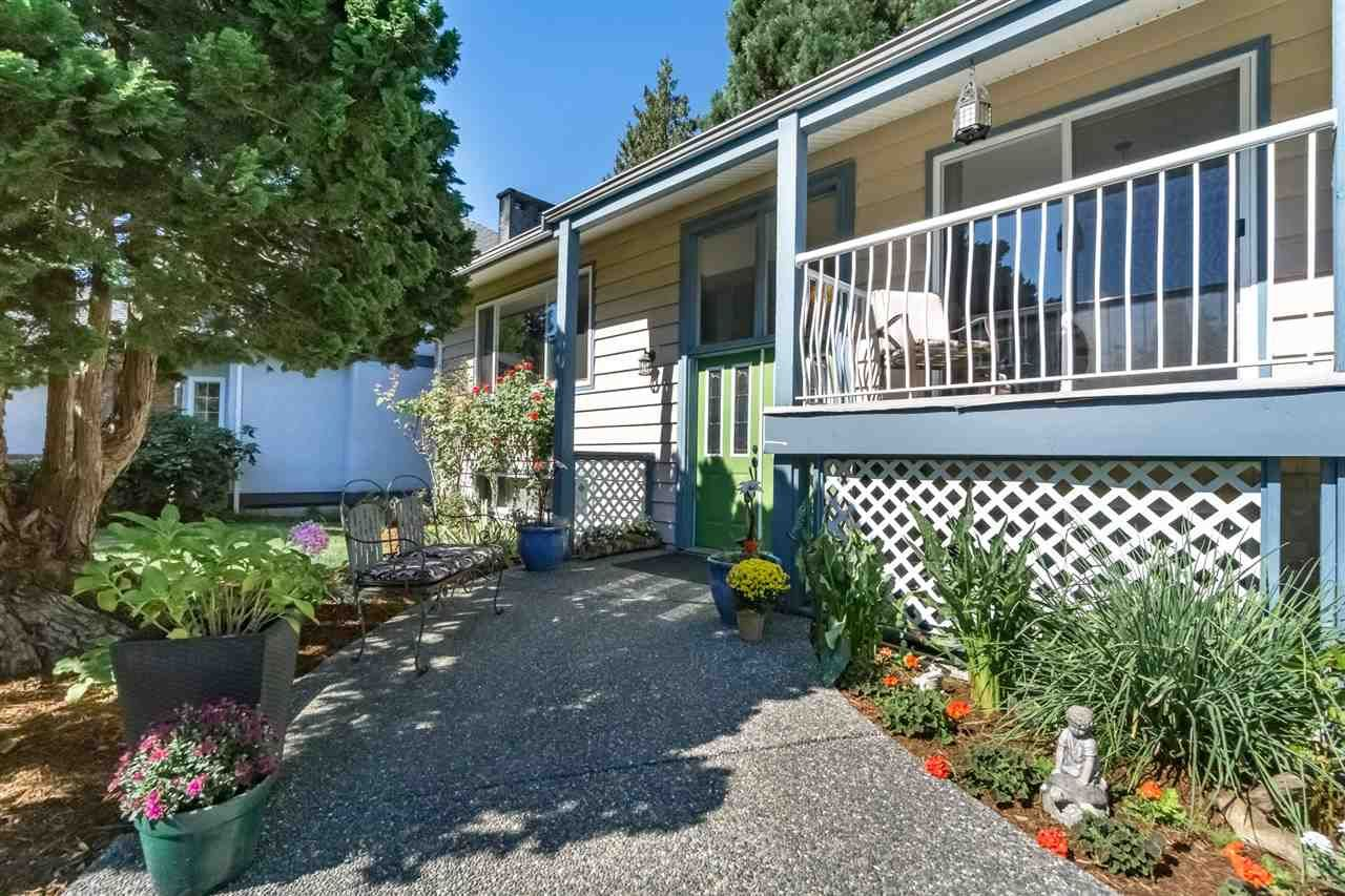 Main Photo: 20581 GRADE Crescent in Langley: Langley City House for sale : MLS®# R2219346