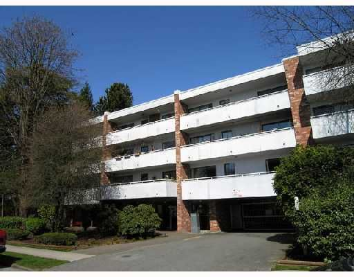 """Main Photo: 302 360 E 2ND Street in North Vancouver: Lower Lonsdale Condo for sale in """"EMERALD MANOR"""" : MLS®# V807771"""