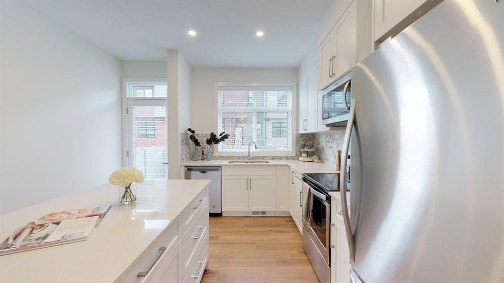 Photo 3: Photos: 122 Sage Meadows Garden NW in Calgary: Sage Hill Row/Townhouse for sale : MLS®# A1072303