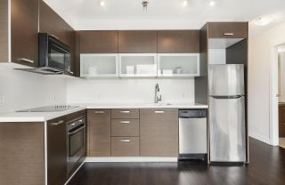 """Photo 7: 502 10777 UNIVERSITY Drive in Surrey: Whalley Condo for sale in """"City Point"""" (North Surrey)  : MLS®# R2583911"""
