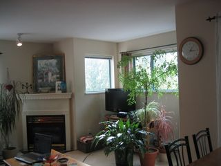 Photo 2: 102 1085 17TH Street in North Vancouver: Home for sale : MLS®# V790760