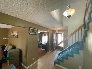 Photo 2: 9403 175 Street in Edmonton: Zone 20 House for sale : MLS®# E4244529