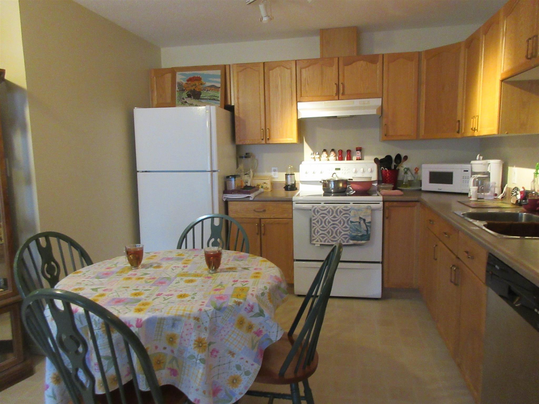 Main Photo: 203 4703 43 Avenue: Stony Plain Condo for sale : MLS®# E4256465