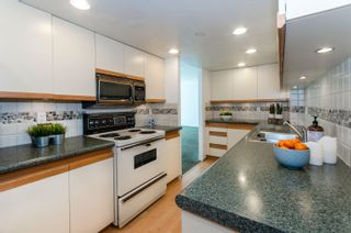 """Photo 9: PH4 1950 ROBSON Street in Vancouver: West End VW Condo for sale in """"THE CHATSWORTH"""" (Vancouver West)  : MLS®# R2619164"""