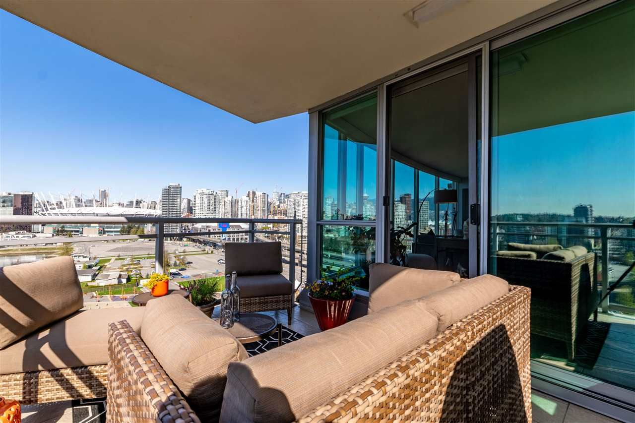 """Photo 8: Photos: 1605 120 MILROSS Avenue in Vancouver: Downtown VE Condo for sale in """"THE BRIGHTON BY BOSA"""" (Vancouver East)  : MLS®# R2568798"""