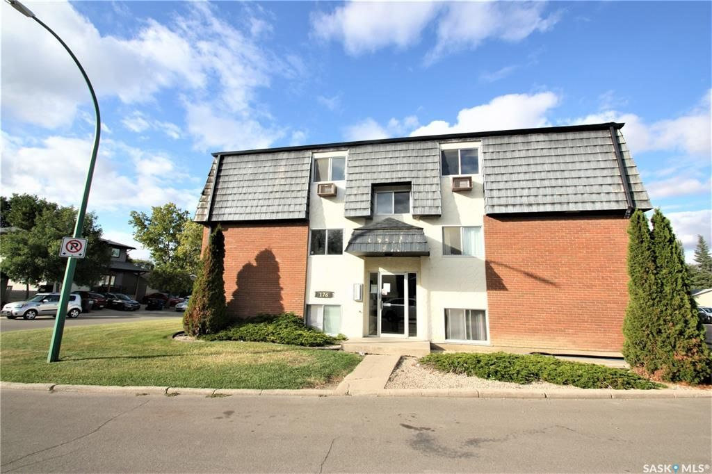 Main Photo: 8 176 Acadia Court in Saskatoon: West College Park Residential for sale : MLS®# SK826110