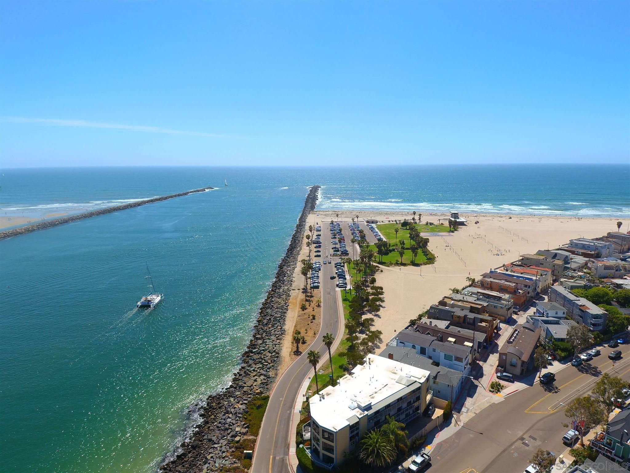Main Photo: MISSION BEACH House for sale : 5 bedrooms : 2614 Strandway in San Diego