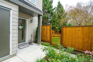 """Photo 4: 10 1670 160 Street in Surrey: King George Corridor Townhouse for sale in """"Isola"""" (South Surrey White Rock)  : MLS®# R2624791"""