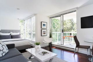 "Photo 2: 407 1500 HOWE Street in Vancouver: Yaletown Condo for sale in ""THE DISCOVERY"" (Vancouver West)  : MLS®# R2467509"