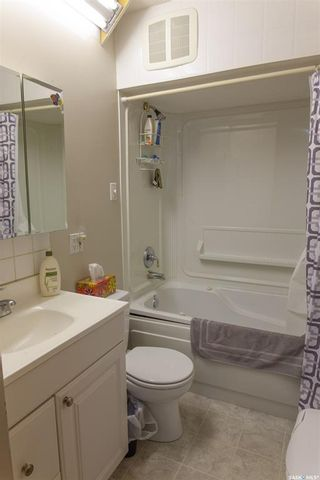 Photo 14: 111 Spinks Drive in Saskatoon: West College Park Residential for sale : MLS®# SK759377