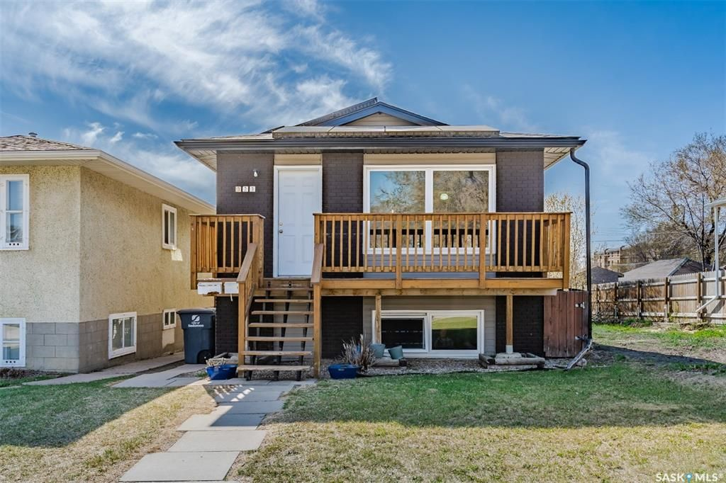 Main Photo: 323 V Avenue South in Saskatoon: Pleasant Hill Residential for sale : MLS®# SK856247