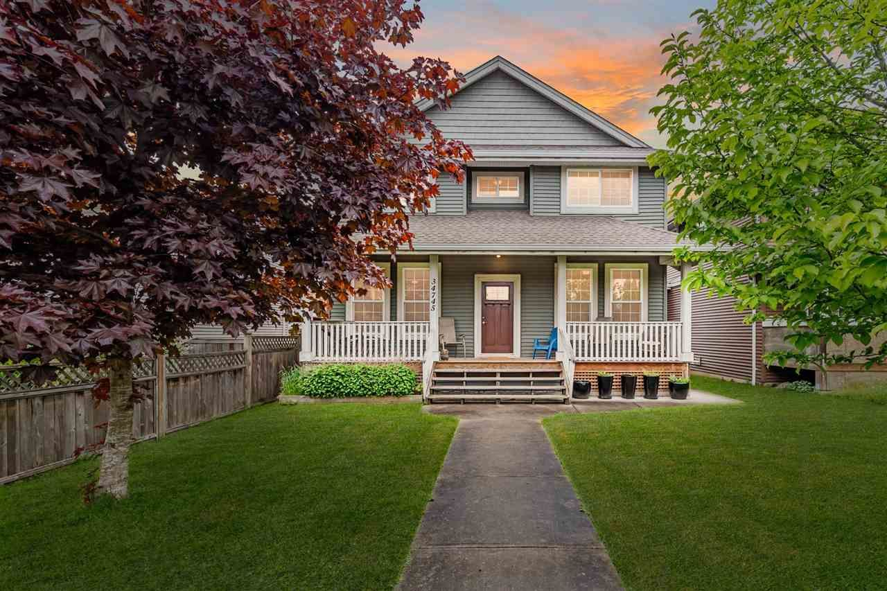 """Main Photo: 34745 3RD Avenue in Abbotsford: Poplar House for sale in """"HUNTINGDON VILLAGE"""" : MLS®# R2580704"""