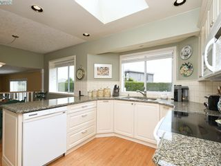 Photo 8: 4731 AMBLEWOOD Dr in VICTORIA: SE Cordova Bay House for sale (Saanich East)  : MLS®# 820003