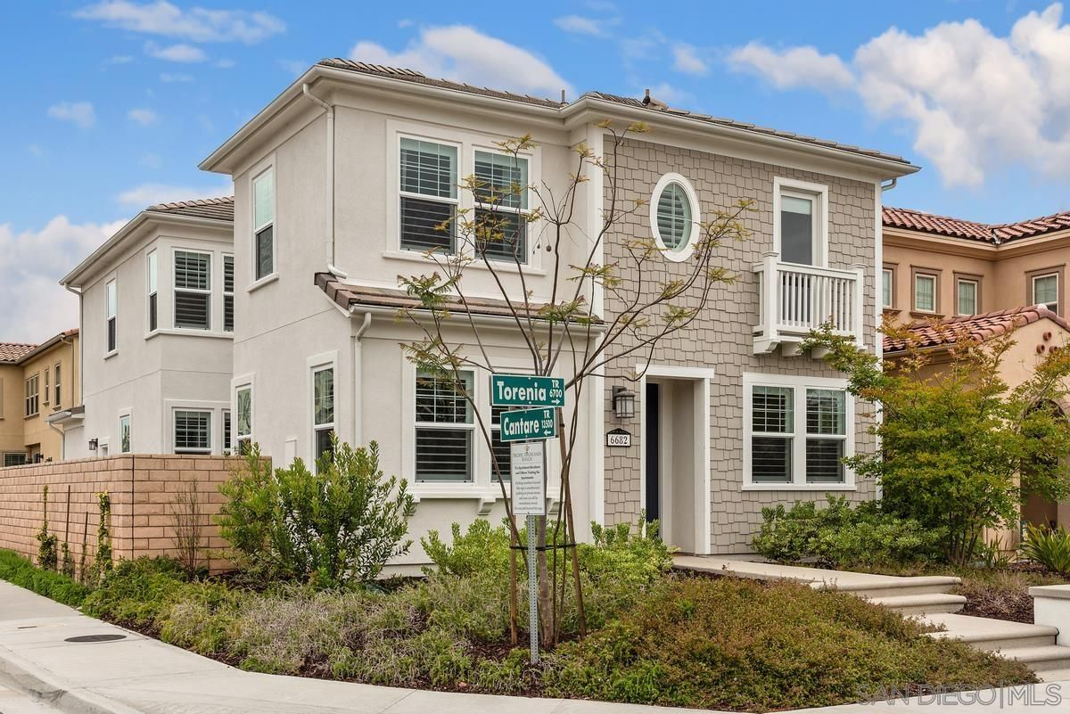 Main Photo: CARMEL VALLEY House for sale : 5 bedrooms : 6682 Torenia Trail in San Diego