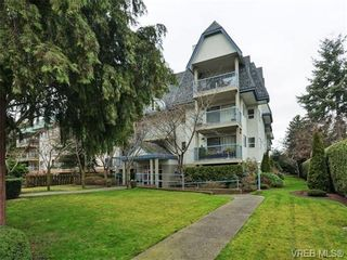Photo 1: 106 1714 Fort St in VICTORIA: Vi Jubilee Condo for sale (Victoria)  : MLS®# 722480
