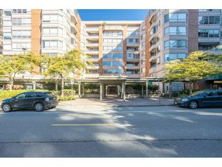 """Photo 2: 104 15111 RUSSELL Avenue: White Rock Condo for sale in """"Pacific Terrace"""" (South Surrey White Rock)  : MLS®# R2594062"""