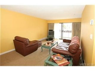 Photo 3: 203 853 Selkirk Ave in VICTORIA: Es Kinsmen Park Condo for sale (Esquimalt)  : MLS®# 464020