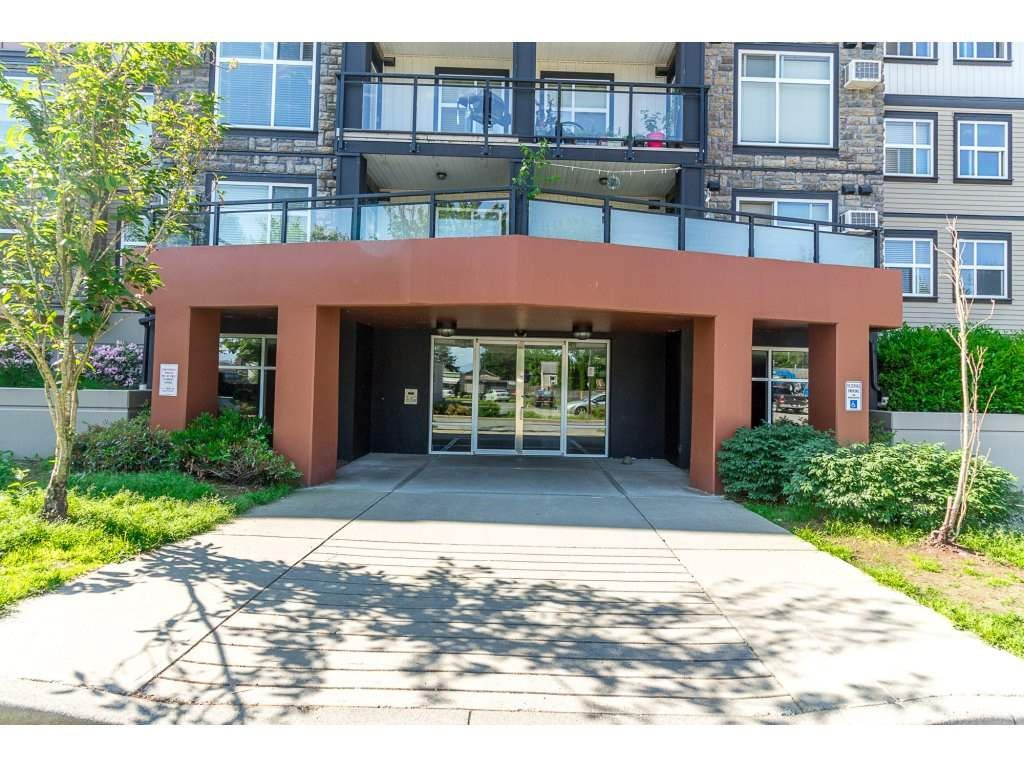 Main Photo: 204 45640 ALMA Avenue in Sardis: Vedder S Watson-Promontory Condo for sale : MLS®# R2271763