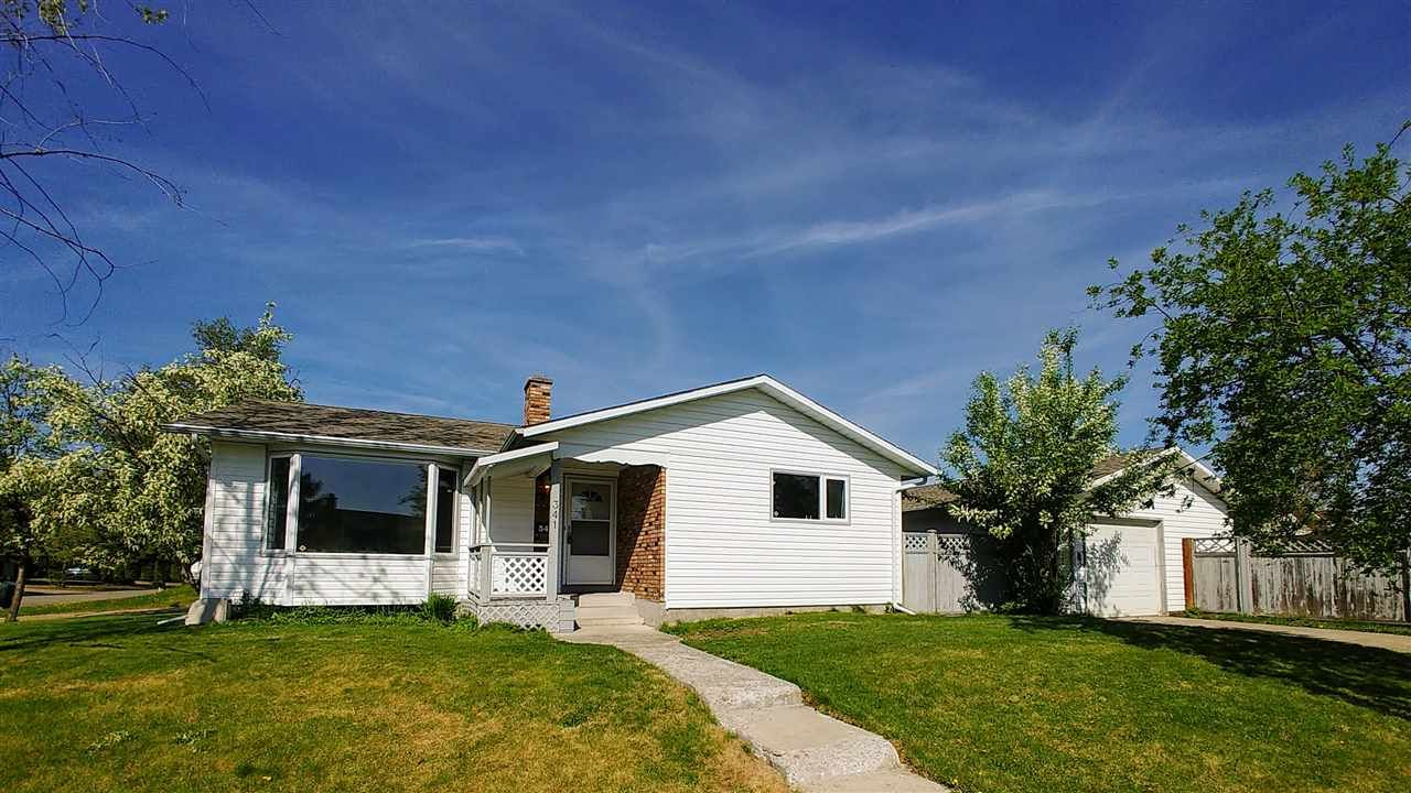 Main Photo: 341 EXPLORER CRESCENT in : Highglen House for sale : MLS®# R2268060