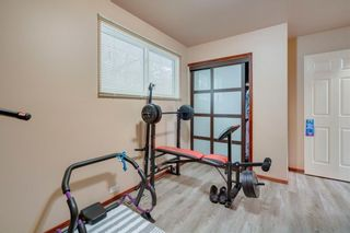 Photo 18: 716 HUNTS Crescent NW in Calgary: Huntington Hills Detached for sale : MLS®# C4299076