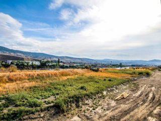 Photo 2: 334 641 E SHUSWAP ROAD in Kamloops: South Thompson Valley House for sale : MLS®# 163618