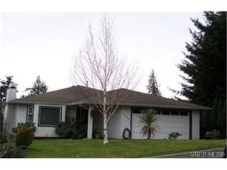 Photo 1: 3319 Haida Dr in VICTORIA: Co Triangle House for sale (Colwood)  : MLS®# 329598