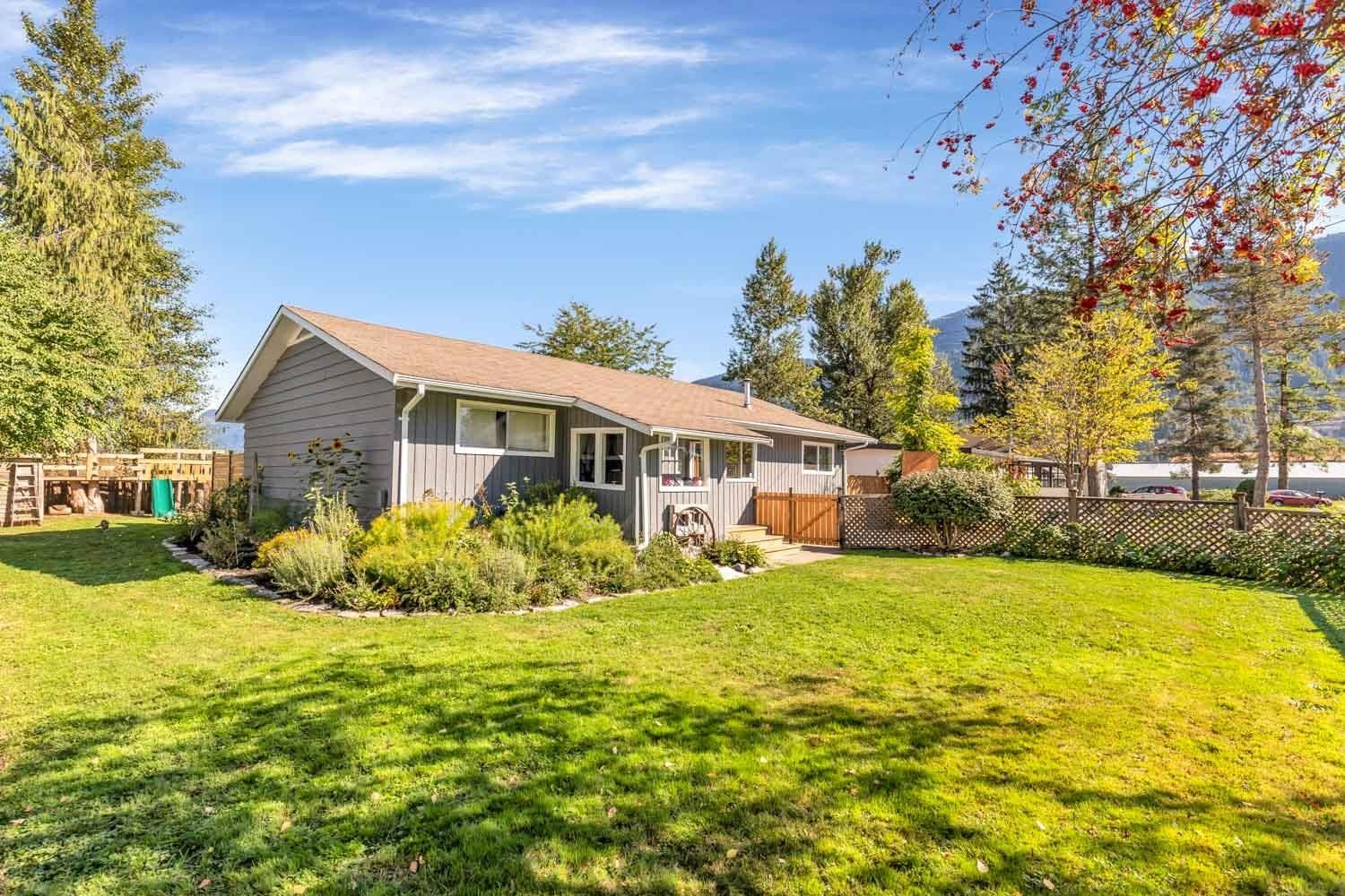Main Photo: 35269 RIVERSIDE Road in Mission: Durieu House for sale : MLS®# R2618580