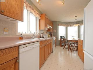 Photo 7: 63 Salmon Crt in VICTORIA: VR Glentana Manufactured Home for sale (View Royal)  : MLS®# 783796