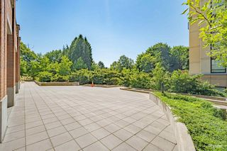 """Photo 19: 407 10777 UNIVERSITY Drive in Surrey: Whalley Condo for sale in """"City Point"""" (North Surrey)  : MLS®# R2599755"""
