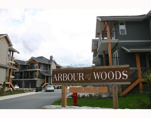 """Main Photo: 17 39758 GOVERNMENT Road in Squamish: Northyards Townhouse for sale in """"ARBOURWOODS"""" : MLS®# V680823"""