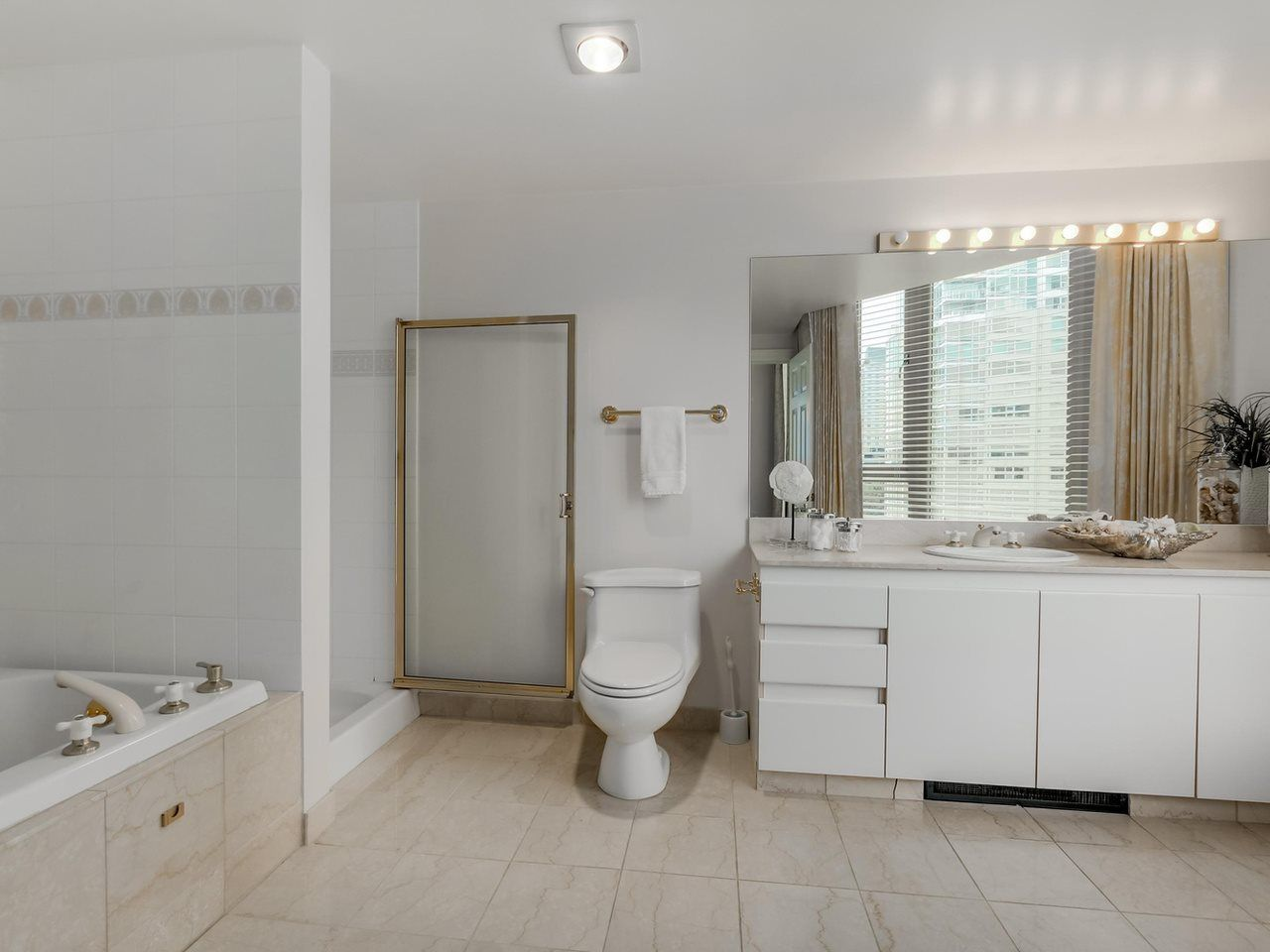"""Photo 19: Photos: 800 1675 HORNBY Street in Vancouver: Yaletown Condo for sale in """"SEAWALK SOUTH"""" (Vancouver West)  : MLS®# R2083569"""